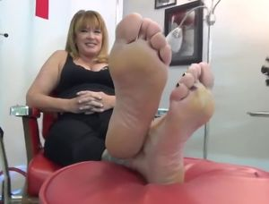 Mature feet tube
